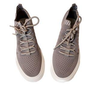 BLOWFISH Mazaki Dirty Gray Knit Tennis Sz 9 Medium